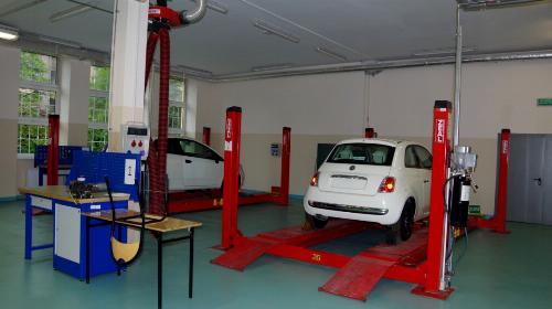 Obrazek galerii Pracownie samochodowe, diagnostyki pojazdów, ogumienia